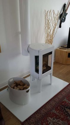 Jotul F163 woodburner in White Enamel with Crystal white granite and white twinwall. Even a white log basket