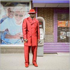 """A loja Le Lis, Noir recebe a exposição """"New York Street View"""", de Thomas Baccaro, a partir de terça, 11, composta por 24 fotografias captadas pelas ruas de Nova Iorque entre 2009 e 2011. A entrada é Catraca Livre."""