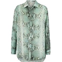 Pierre Balmain Snake-print silk crepe de chine blouse (€290) ❤ liked on Polyvore featuring tops, blouses, shirts, balmain, animal print, green blouse, snake print blouse, print shirts, snake shirt and patterned shirts