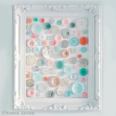 Easy crafts and cute DIY ideas made with buttons. Cheap home decor and gift ideas, fun crafts for kids, teens and adults to make. Diy Buttons, How To Make Buttons, Vintage Buttons, Crafts With Buttons, Crafts To Make, Fun Crafts, Crafts For Kids, Arts And Crafts, Creative Crafts