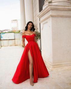 Stunning Prom Dresses, Pretty Prom Dresses, Elegant Dresses, Beautiful Dresses, Amazing Dresses, Dress Prom, Formal Dresses, Deb Dresses, Glam Dresses