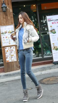 Korean style - sweater and jeans Korean Street Fashion, Korea Fashion, Asian Fashion, Fashion 2017, Fashion Models, Girl Fashion, Womens Fashion, Fashion Trends, Korean Jeans