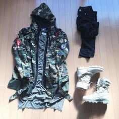 Confira e se inspire em 13 ideias de combos usando peças camufladas Trap Clothing, Hype Clothing, Yeezy Fashion, Dope Fashion, Mens Fashion, Dope Outfits, Urban Outfits, Fashion Outfits, Tomboy Outfits