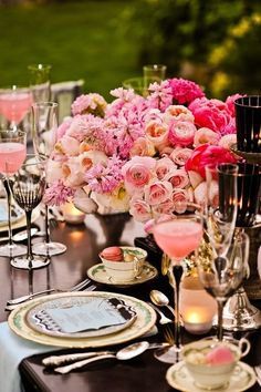 Beautiful! Luscious, Pink ombre florals, accented with gold and candlelight to create a very romantic ambiance.