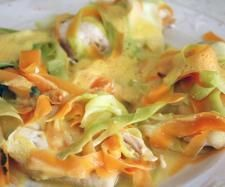 Suprême de poulet aux tagliatelles de carottes et courgettes et son riz parfumé aux legumes