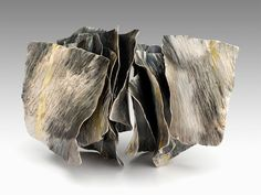 Reiko Ishiyama - Brooch - Layered formed and textured elements create visual unity Jewelry Crafts, Jewelry Art, Jewelry Accessories, Jewelry Design, Paper Jewelry, Designer Jewelry, Silver Jewellery, Contemporary Jewellery, Modern Jewelry