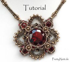 Beading pattern for pendant royal clover by prettynett de Beaded Necklace Patterns, Beaded Jewelry Designs, Beading Patterns, Handmade Jewelry, Bracelet Patterns, Jewelry Trends, Seed Bead Necklace, Seed Bead Jewelry, Bead Earrings