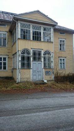 @Sahalahti Suomen 1.kansanopisto aloitti toimintansa tässä talossa. Nyt kovin tyhjän näköinen.