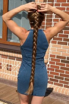 VIDEO - Julia 2 - RealRapunzels Two Braids, Braids For Long Hair, Party Hairstyles, Braided Hairstyles, Indian Long Hair Braid, Long Hair Models, Long Hair Play, Really Long Hair, Playing With Hair