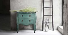 The Bourbon Commode in azure blue is made of fir wood.