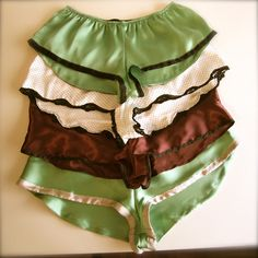 They look SO comfy.Va-Voom Vintage: Giveaway: French Knickers Pattern from Mrs. Lingerie Patterns, Sewing Lingerie, Clothing Patterns, Diy Clothing, Sewing Clothes, Do It Yourself Fashion, Culottes, Vintage Sewing Patterns, Vintage Underwear Pattern