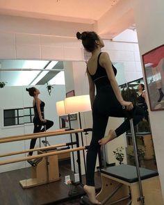 Seulgi, Pilates Poses, Best Photo Poses, Kim Yerim, Fit Board Workouts, Jennie Blackpink, Ulzzang Girl, Stay Fit, Girl Photography
