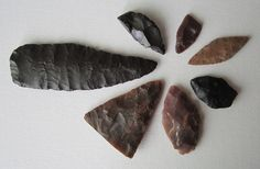 flint knife and different arrowheads