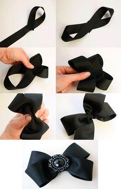 aqui un lazo paso a paso lo puedes utilzar con un broche o bien colocarlo en un coleta muy lindo para el cabello y lo puedes hacer con el color de cinta que su prefieras =)