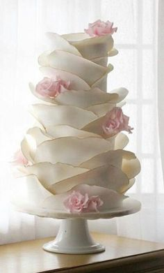 Another Tasteful Fondant Rose Petal Cake. With The Addition Of Gold Foiling On The Very Edge Of Each Petal. Another Tasteful Fondant Rose Petal Cake. With The Addition Of Gold Foiling On The Very Edge Of Each Petal. Beautiful Wedding Cakes, Gorgeous Cakes, Pretty Cakes, Amazing Cakes, Unusual Wedding Cakes, Vintage Wedding Cakes, Beautiful Flowers, Elegant Wedding Cakes, Rustic Wedding