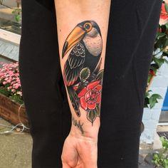 621 отметок «Нравится», 24 комментариев — Cedric X Weber (@cedric.weber.tattoo) в Instagram: «#bloodyandswollen #tucan #tucantattoo #rosetattoo #hamburg #tobiastietchen #cedricweber…»