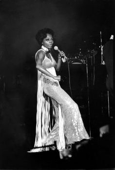 Diana Ross preformin