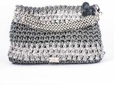 aac311e6ec Bibì – BPE14/GR1 Pochette in corda e cotone grigio con charms in resina  lavorato e dipinto a mano Interno damascato nei toni del grigio #borsa # uncinetto