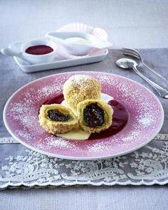 Mozartknödel mit zweierlei Soße German Desserts, German Recipes, Deutsche Desserts, Green Chef, Sweet Treats, Brunch, Sweets, Foods, Homemade