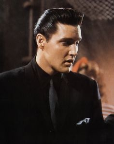 elvis presley is the most gorgeous man ever!