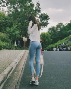 ( *`ω´) ιf you dᎾℕ't lιkє Ꮗhat you sєє❤, plєᎯsє bє kιnd Ꭿℕd just movє ᎯlᎾng. Mädchen In Leggings, Leggings Fashion, Yoga Pants Girls, Girls Jeans, Teenage Outfits, Sexy Jeans, Sexy Asian Girls, Girl Model, Korean Fashion
