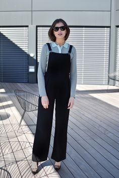 Darja Barannik in this season's musthave; the overall. Samsøe & Samsøe Hojbro pants.