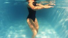 Pool Workout For Abs, Water Aerobics Workout, Water Aerobic Exercises, Swimming Pool Exercises, Swimming Tips, Swimming For Exercise, Pool Noodle Exercises, Best Swimming Workouts, Water Aerobics Routine