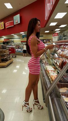 sexy women in grocery store Fit Women, Sexy Women, Bodycon Dress With Sleeves, Brunette Beauty, Healthy Women, Young Models, Hot Dress, Bikini Bodies, Tight Dresses