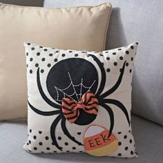 Add a little Halloween spirit to any space with our Black Bow Spider Pillow! Its stitched spider webbing is sure to catch the eye of any ghost or ghoul! Diy Halloween, Couture Pour Halloween, Halloween Pillows, Halloween Quilts, Halloween Cards, Holidays Halloween, Halloween Decorations, Halloween Placemats, Halloween Sewing Projects