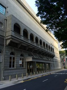 Balcony feature along Supreme Court Lane