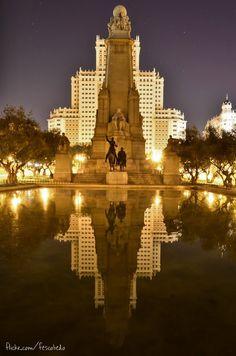 Monumento a Miguel de Cervantes en la Plaza de España, Madrid