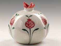 Paşabahçe Mağazaları Kintsugi, Ceramic Plates, Ceramic Pottery, Ceramic Painting, Ceramic Art, Turkish Art, Turkish Tiles, Painted Clay Pots, Jewish Art