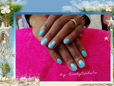 💅 Sea, sex and Sun 🐚🌅 Magnifique bleu rehaussé d'une effet sirène sur annulaires et majeurs 😉 Création 100%#sobioty #nails #semilac #mainsparfaites #oserlacouleur