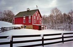 Country barn in winter Country Barns, Country Life, Country Living, Country Charm, Cabana, Barn Pictures, Barns Sheds, Interesting Buildings, Farm Barn