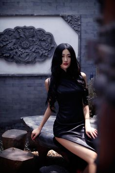 ☺ Cheongsam - Breathtaking Woman in Black Qipao Beautiful Asian Women, Beautiful People, Cheongsam, Hanfu, Sexy Asian Girls, Asian Ladies, Madame, Asian Style, Asian Fashion