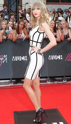 Love this dress - and the LB's! Taylor Swift Outfits, Taylor Swift Concert, Taylor Swift Hot, Taylor Swift Songs, Taylor Swift Style, Taylor Swift Pictures, Karlie Kloss Taylor Swift, Selena And Taylor, Taylor Swift Country