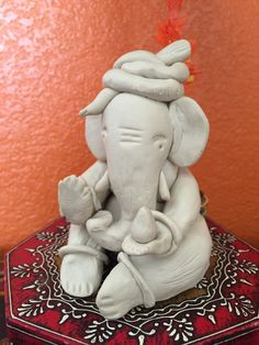 For the past few years we have been making our Ganesha, every Ganesh Chathurthi. Such a nice bonding time too. This time I took pictures for the most easy Ganesha you can make. NOTE : I used crayol… Clay Ganesha, Ganesha Painting, Lord Ganesha, Clay Wall Art, Clay Art, Crayola Air Dry Clay, Eco Friendly Ganesha, Ganpati Decoration At Home, Ganapati Decoration