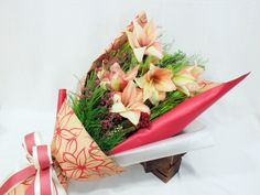 Featuring 5 stunning pinkish red amaryllis in an impressively paper-wrapped bouquet. Tied with a matching pink and cream cloth ribbon. How To Wrap Flowers, Fresh Flowers, Flower Art, Flower Ideas, Hand Bouquet, Most Beautiful Flowers, Floral Bouquets, Flower Power, Flower Arrangements