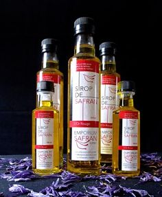 Utilisez le sirop de safran pour créer un kir royalement québécois! Whiskey Bottle, Emporium, Wine, Drinks, Syrup, Products, Recipes, Drinking, Beverages