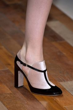 Valentino Fall 2013 Ready-to-Wear Detail - Valentino Ready-to-Wear Collection - ELLE