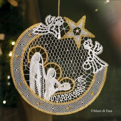 Pattern with draiwngs and holes to realize the Italian cut bobbin lace nativity scene. Bobbin Lacemaking, Lace Art, Bobbin Lace Patterns, Point Lace, Lace Jewelry, Tatting Lace, Needle Lace, Lace Making, Christmas Tree Ornaments