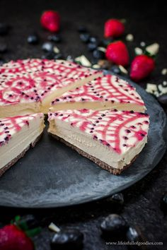 No Bake Eierlikör Cheesecake mit Erdbeer-Mandala – Life Is Full Of Goodies - Cheesecake Rezept Fruit Recipes, Baking Recipes, Sweet Recipes, Dessert Recipes, Desserts, Eggnog Cheesecake, Strawberry Cheesecake, Cheesecake Recipes, Food Experiments