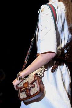 Tracolla monogramma Gucci - Modello con monogramma tra le borse donna della Primavera/Estate 2015