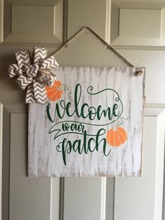 Whitewashed Welcome to our Patch sign with burlap bow and twine hanger. Would easily fit between door and storm door. Halloween Pallet Signs, Diy Pallet Projects, Pallet Ideas, Wood Projects, Wood Crafts, Diy Crafts, Thanksgiving Signs, Backyard For Kids, Halloween Decorations