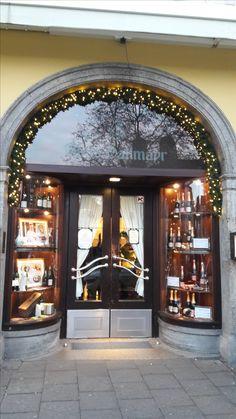 MÜNCHEN - Bei Dallmayr in München kannst du sehr fein Kaffee trinken, aber auch im Foodbereich die tollsten Leckereien erwerben.