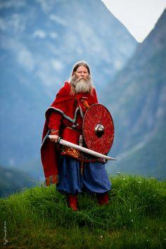 Vikings and pagan things Viking Men, Viking Life, Viking Warrior, Eslava, Les Runes, Viking Costume, Image Blog, Old Norse, Asatru