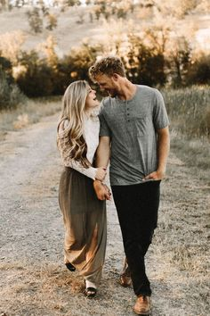 Adorable candid shot for an engagement photo. Engagement photography | candid photo | fall engagement | couples photography | Pinterest: @candiceocheung