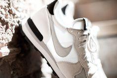 NIKE WMNS INTERNATIONALIST LIGHT BONE/GREY MIST-WHITE-BLACK available at www.tint-footwear.com/nike-wmns-internationalist-013 nike wmns women internationalist retro running sneaker sneakers tint footwear studio munich münchen
