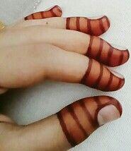 Finger tip henna