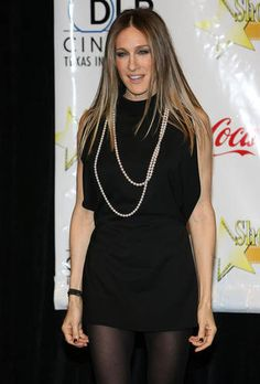 Sarah Jessica Parker with a Pearl Rope Necklace-Ropes are very long necklaces that can be worn as is or wrapped to create multiple strands #necklace